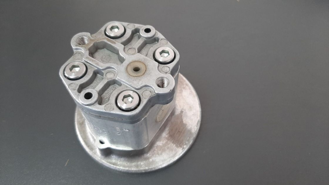 PUMPA HIDRAULIKE Bosch 1517222812